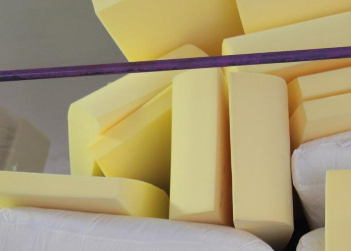 Dove comprare spugna per divani confortevole soggiorno for Dove comprare divano